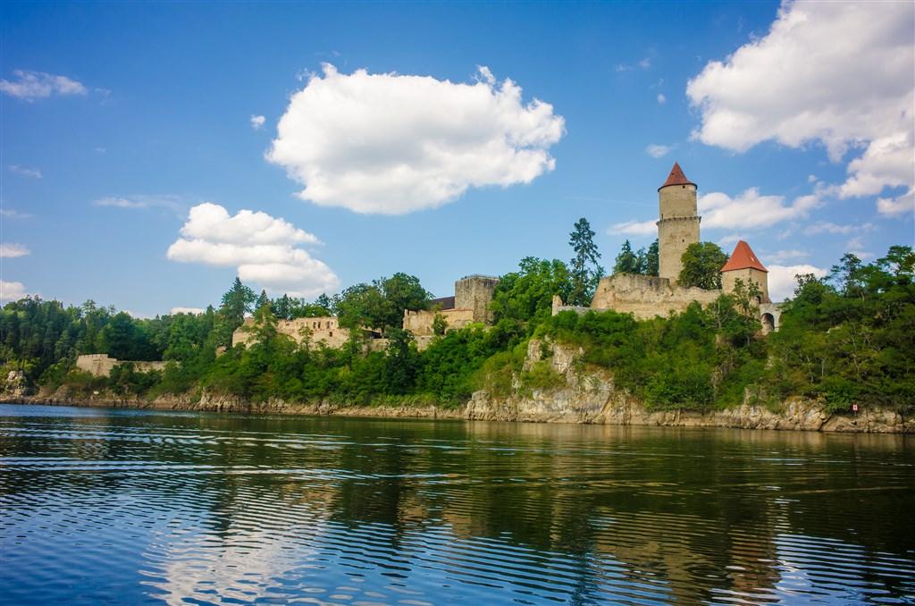 Česká republika Jižní Čechy Zvíkov - pohled na hrad z Orlíku