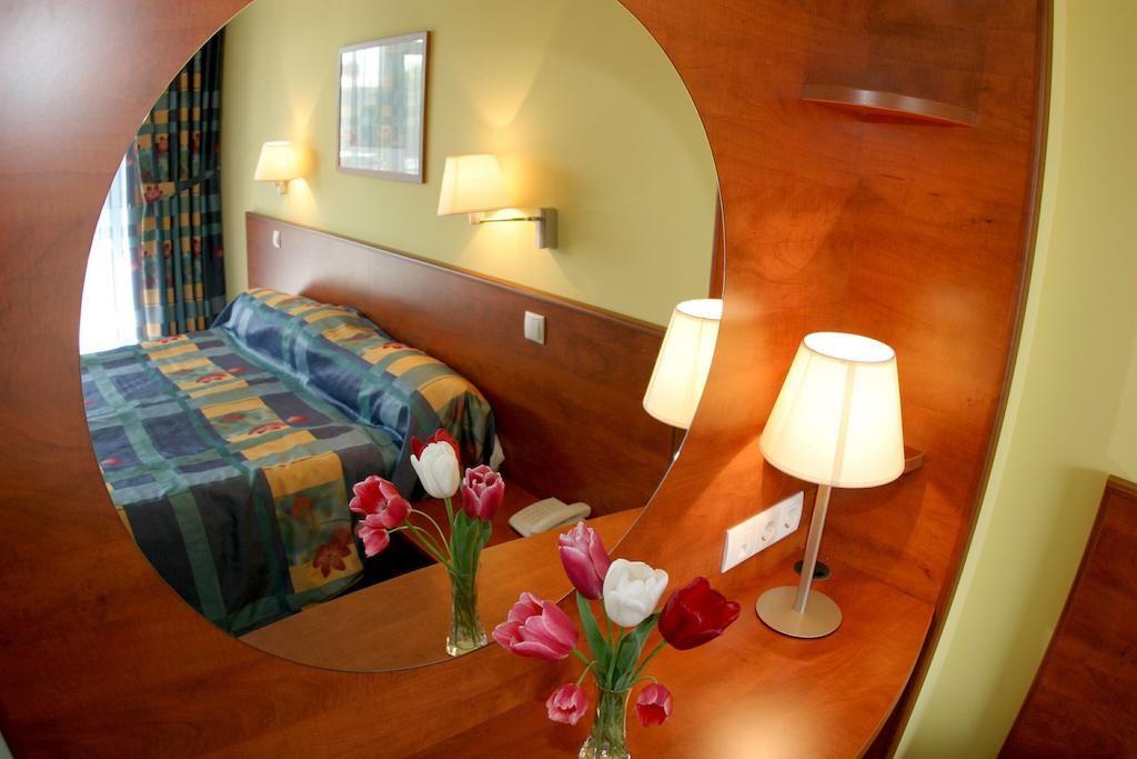 HUNGUEST Hotel RÉPCE GOLD BUS -