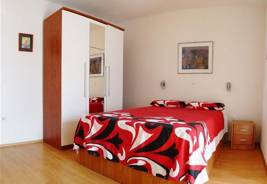 DRVENIK - Apartpenzion APOLON -